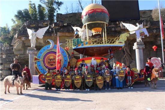 昆明小人国景区公益演出 春节将举行