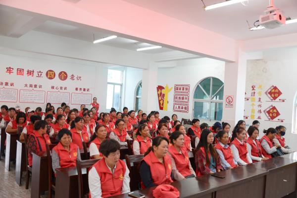 """云南弥勒开展""""美丽乡村•女子学堂""""妇女素质培训活动"""