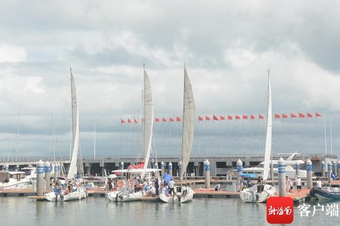 首届海口青少年帆船帆板挑战赛举行 助推海南体育旅游融合发展